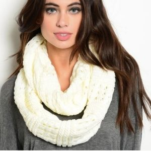 Accessories - 🌸 Boutique   Ivory knit infinity scarf